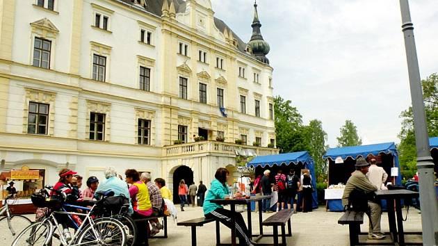 V roce 1999 byl zámek v Bartošovicích vyhlášen kulturní památkou. Ilustrační foto.