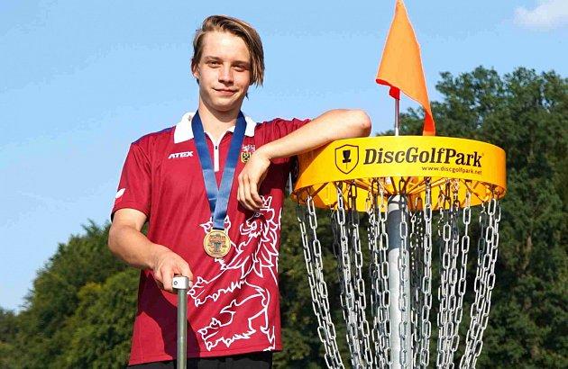Novopečený juniorský mistr Evropy Bohdan Bílek se kvalifikoval na nejprestižnější discgolfový turnaj na světě – United States Disc Golf Championships.