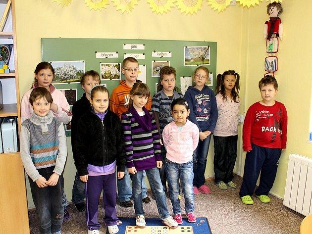 Žáci 2.A třídy Základní školy  Komenského v Odrách sepsali dvě  pohádky – O statečném rytíři a O  rytíři Ondrovi.