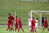 Čeští fotbaloví reprezentanti do 18 let zvítězili před patnácti stovkami diváků v Novém Jičíně nad stejně starým výběrem Turecka 2:0.