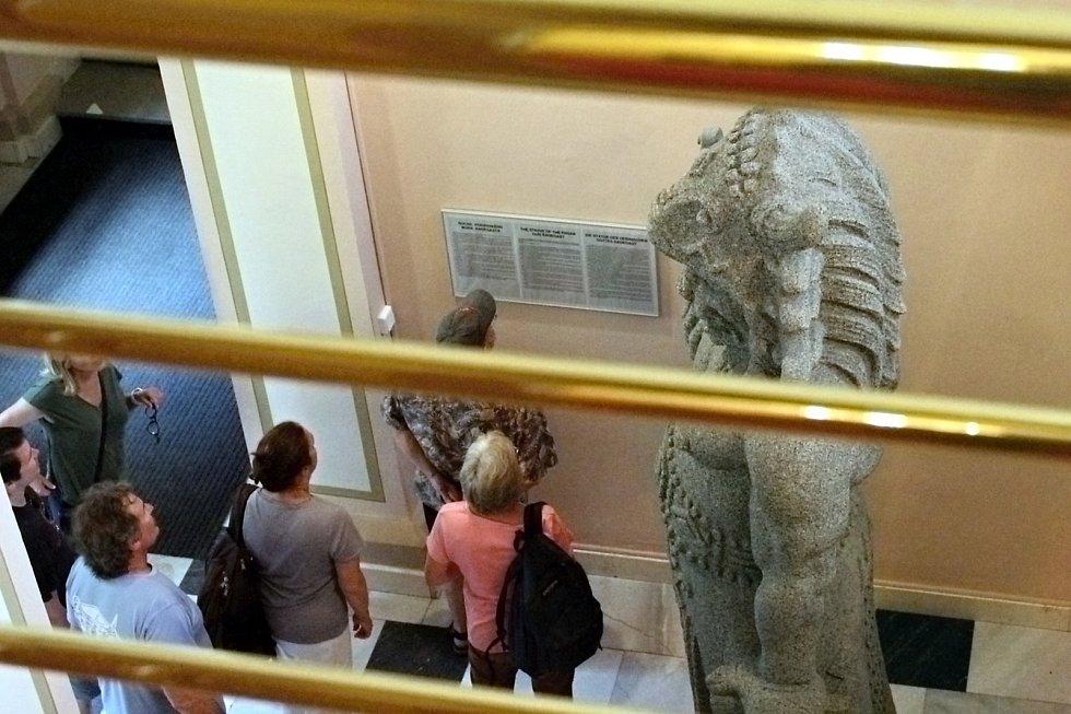 Originál sochy Radegasta stojí ve vestibulu frenštátské radnice.