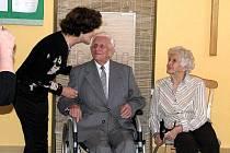 Manželé Jan a Liduška Galiovi se po dvaasedmdesáti letech společného života opět dočkali svatebních prstýnků a svatebního slibu.