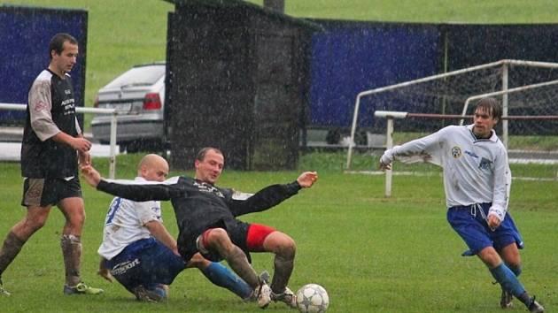 Start fotbalového jara se ve většině případů odkládá.