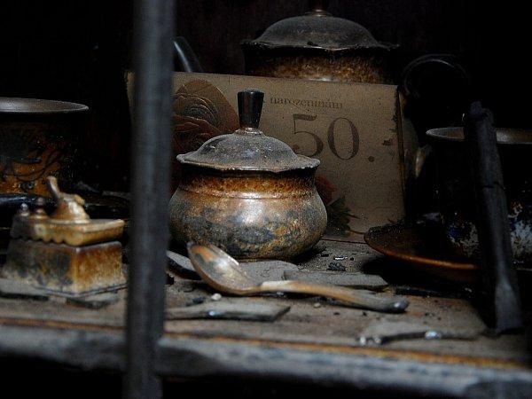 Oheň spolykal veškeré vybavení domácnosti Mikulenkových. Zbylo jim jen to, včem spali.