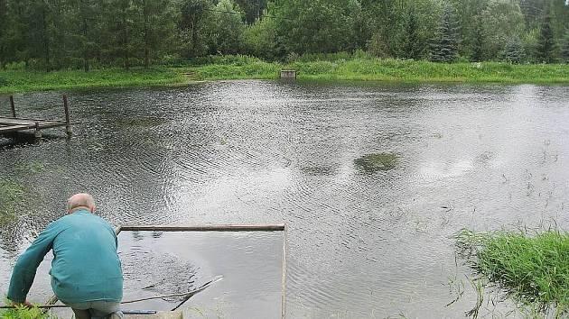 Jasné plány a vize mají o budoucnosti Boroveckých rybníku jejich majitelé – rybáři. Mezi priority patří vybudování rybářského domu a protipovodňové hráze, která ochrání především obyvatelé Sedlnic.