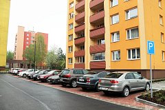 Při regeneraci sídliště na ulici Rožnovská město například nechalo vybudovat nová parkoviště.