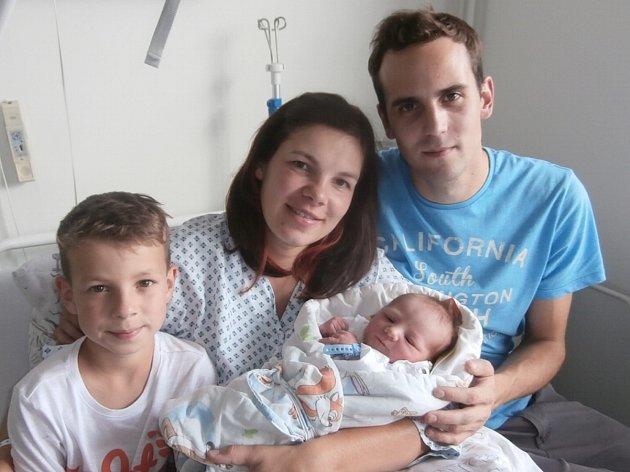 DANIEL KOZELSKÝ s rodinkou, Frenštát pod Radhoštěm, nar. 6. 9. 2016, 51 cm, 3,69 kg. Nemocnice ve Frýdku-Místku.