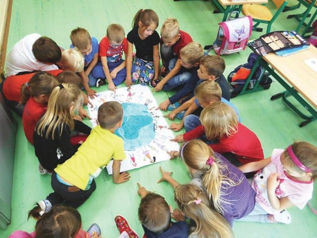 Frenštátští školáci si v rámci ekologické kampaně užívají vzdělávací i zábavné doprovodné aktivity.