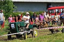 Na patnáct malotraktorů i větších traktorů – zetorů – se v sobotu 27. srpna postavilo na start závodu ve druhém ročníku traktoriády, která se konala v areálu bývalého kravína v obci Rybí.