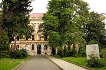 Gymnázium Mikuláše Koperníka v Bílovci.