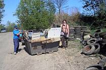 Členové mysliveckého sdružení z Bílova věnovali několik posledních dubnových dnů úklidu přírody v okolí své obce. Nakonec sesbírali odpadu na dva velkoobjemové kontejnery.