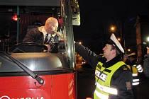 Desítky řidičů autobusu foukaly v pátek 30. ledna na Novojičínsku do přístroje, kvůli zjišřtění, zda před jízdou nepožili alkohol. Většina, jako i tento prošla kontrolou bez úhony.