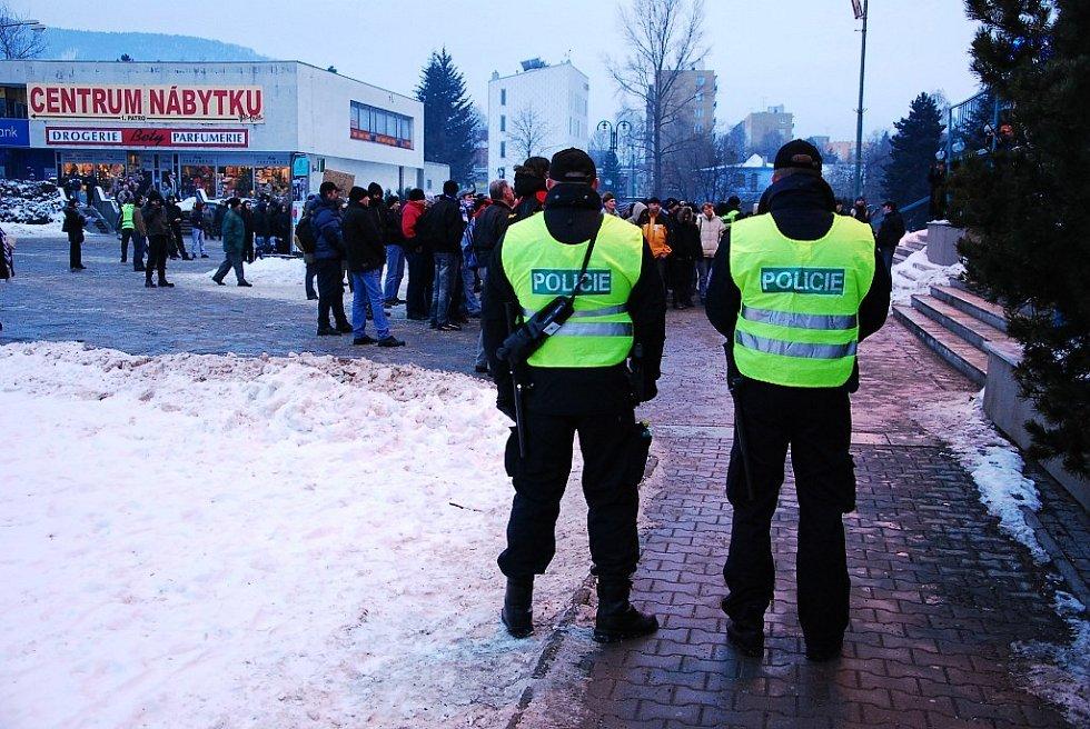 Na setkání Dělnické strany dohlíželo sedm desítek policistů.