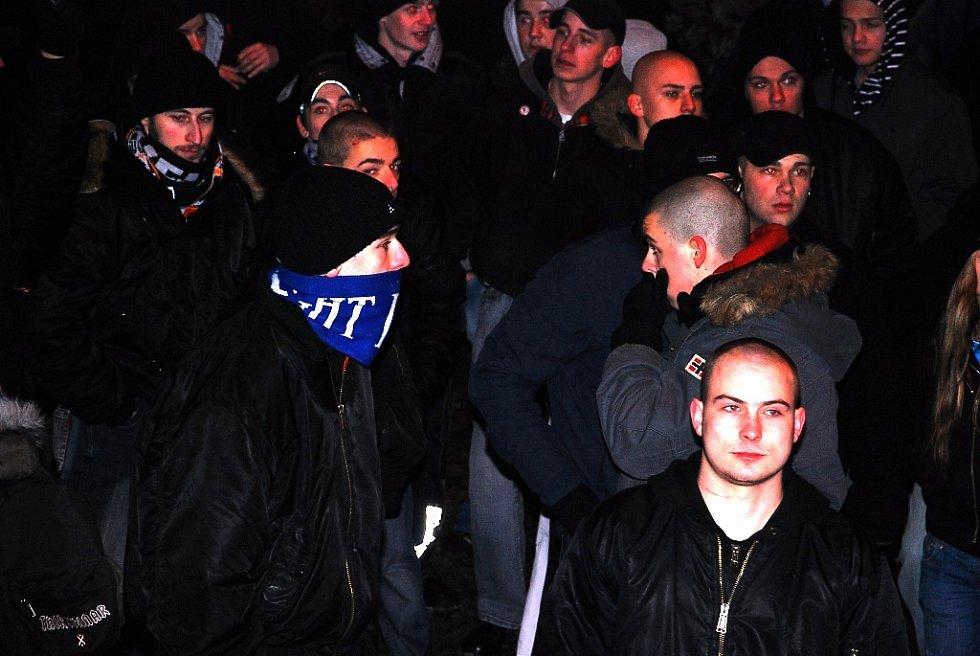 Příznivci Dělnické strany v Kopřivnici.
