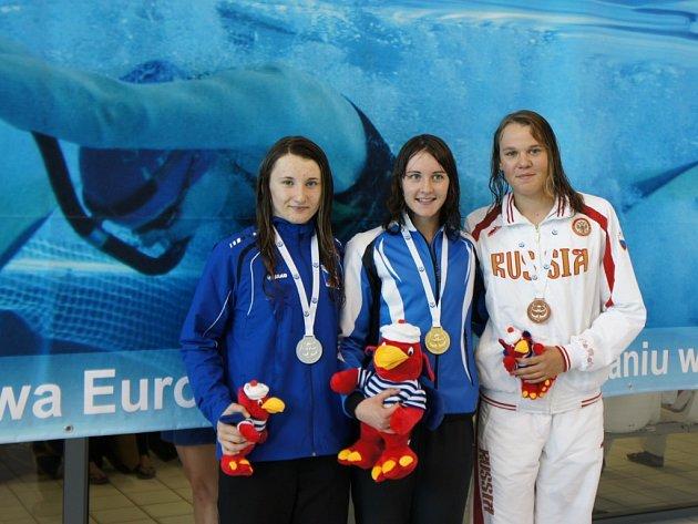 Novojičínská ploutvařka Klára Křepelková (vlevo) mohla na juniorském šampionátu juniorů v plavání s ploutvemi celkem třikrát zapózovat s cenným kovem.