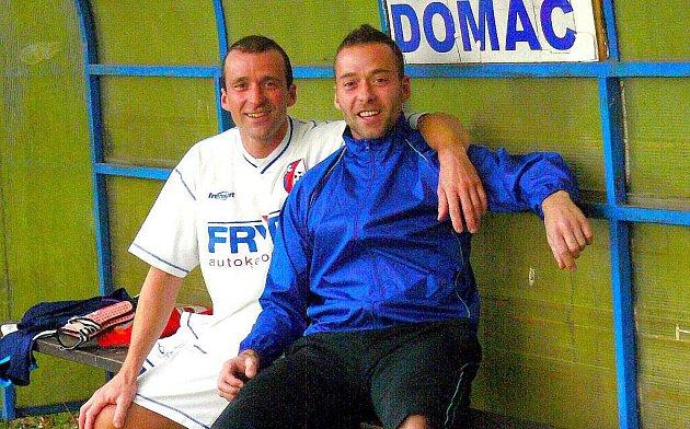 Pavel Čapka (vlevo) tvoří spolu s bratrem Zdeňkem (vpravo) údernou dvojici libhošťského fotbalu.