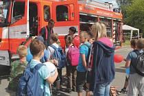 O ukázky prací hasičů, záchranářů, policistů i celníků byl mezi dětmi zájem. Zejména pak o vybavení zmíněných složek.