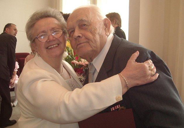 Diamantovou svatbu oslavili v sobotu 30. května na novojičínské radnici manželé Knobovi.
