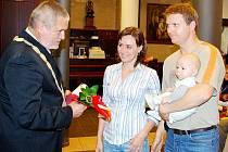 Starosta Ivan Týle přivítal i tříměsíčního Alexe Němečka.