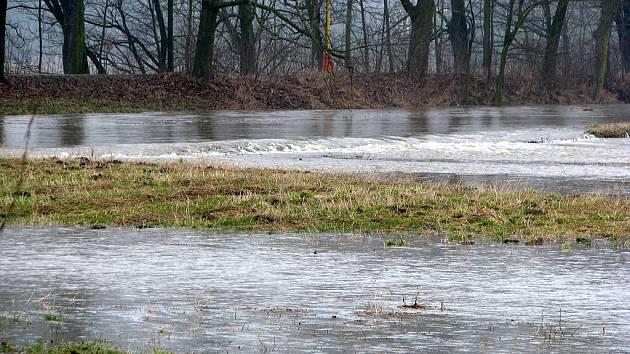 Řeka Odra v pátek 6. března v Jeseníku nad Odrou.