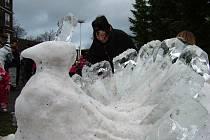 Na Pustevnách právě rostou sochy ze sněhu a ledu.