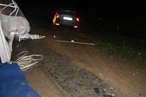 Volvo projelo rautovým stanem, na kterém způsobilo škodu asi sto padesát tisíc korun.