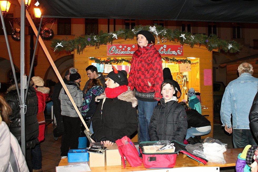 Téměř měsíc trvající adventní jarmark s programem a novoroční ohňostroj se staly v Novém Jičíně tradicí. Letos nic z toho nebude.