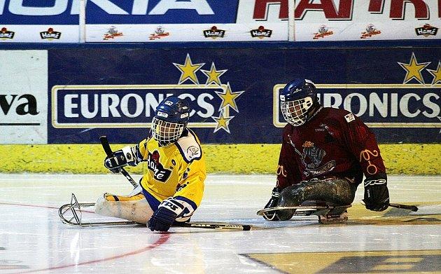 Již dnes začíná na zimním stadionu ve Studénce mezinárodní turnaj ve sledge hokeji. Největší tuzemská akce tohoto sportu se na sever Moravy přesunula ze Zlína.
