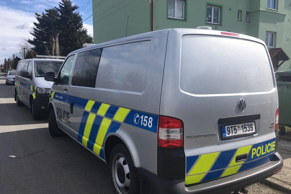 Policisté na místě činu v Suchdole nad Odrou.