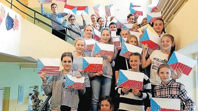 594 vlajek zdobí Základní a mateřskou školu v Lichnově na Novojičínsku.
