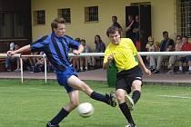 Bez náhradníků nastoupili fotbalisté Příbora proti favoritovi soutěže Novému Jičínu, který si po třech brankách předčasně zajistil postup do vyšší soutěže.