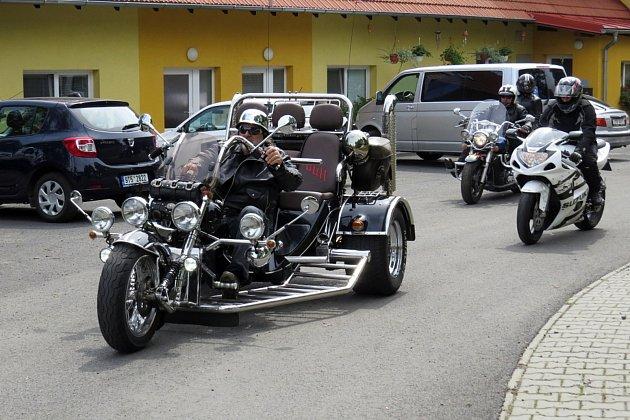 Jubilejní sraz motorkářů v Bílově.