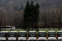 73 AUTOBUSŮ bylo v pátek seřazeno na kopřivnickém polygonu, ale již v neděli vyjedou na silnice Novojičínska vozit první cestující.