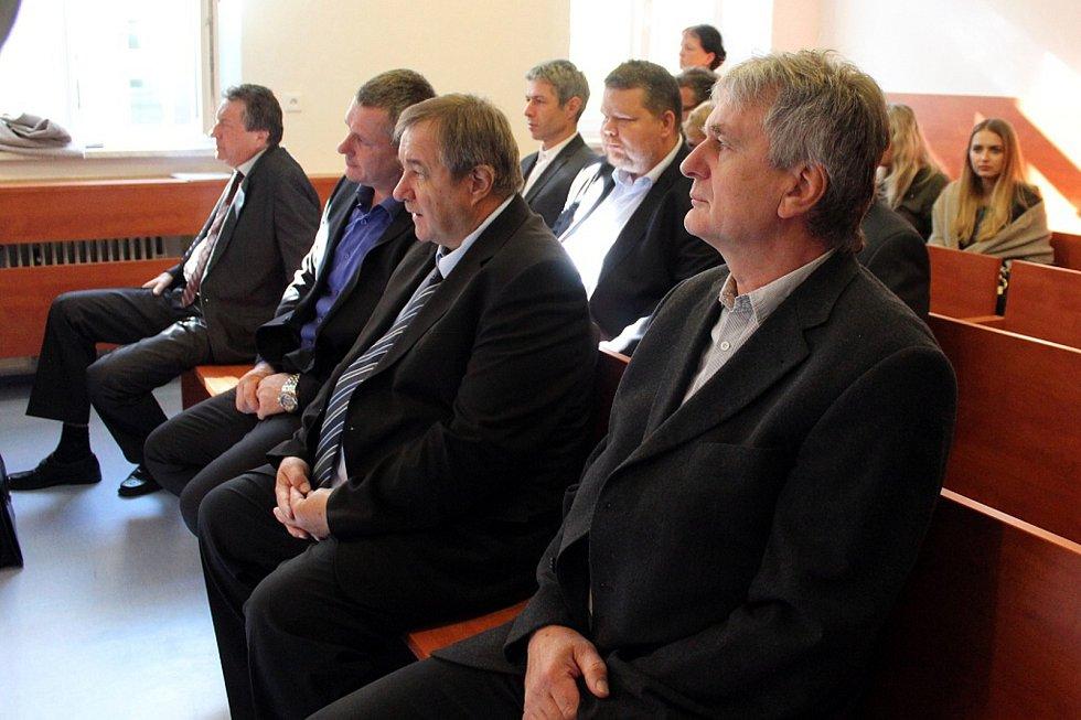 Snímek z Okresního soudu v Novém Jičíně (září 2017), během líčení v případu tragické nehody mezinárodního rychlíku ve Studénce, při níž zemřelo osm cestujících.