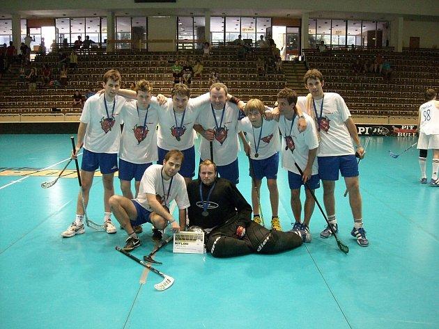 Florbalisté týmu Devils Nový Jičín dosáhli obrovského úspěchu, když si z amatérského mistrovství OPEN GAME 2008, které se konalo v Brně, přivezli stříbrné medaile.