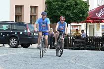 Účastníci kampaně Cyklo-běh za Českou republiku bez drog se v úterý zastavili v Příboře, kde se setkali i se starostou Milanem Strakošem.