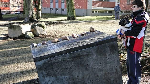 Bludné balvany i nové informační panely najdou zájemci v novojičínských Janáčkových sadech.