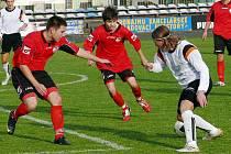 Fotbalisté Nového Jičína (v bílém) dokázali otočit vásledek 1:3 proti Brumovu, na konečných 4:3.