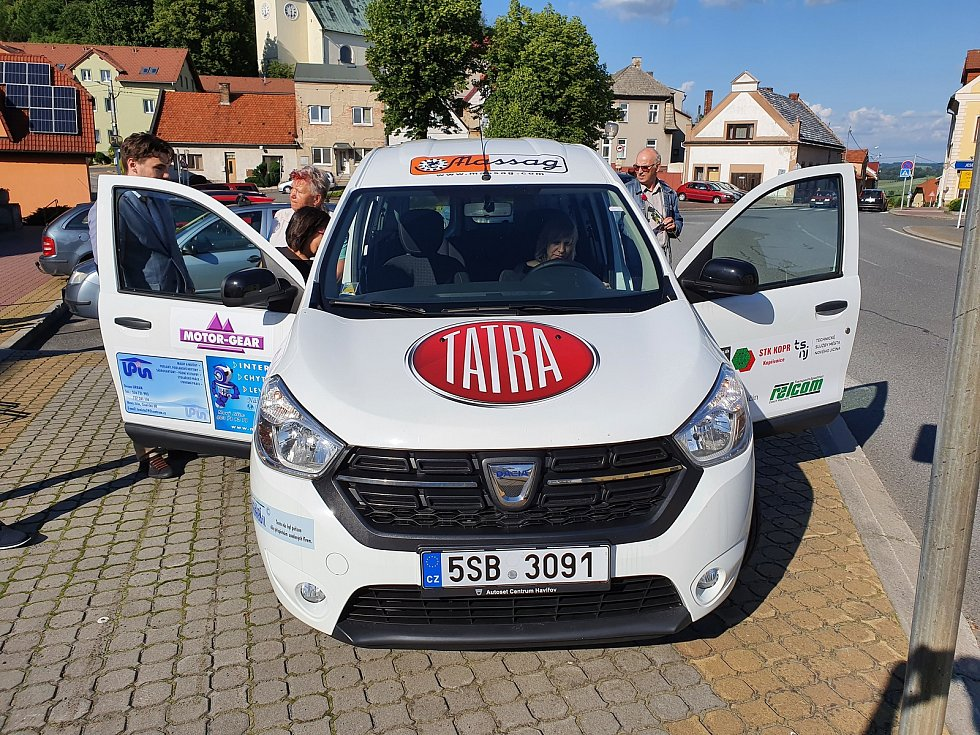 Nový sociální automobil převzal ve Starém Jičíně spolek ITY.