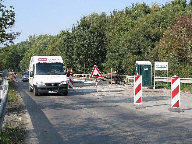 Oprava mostu přes Odru ještě chvíli potrvá. Dopravu však nezastaví.