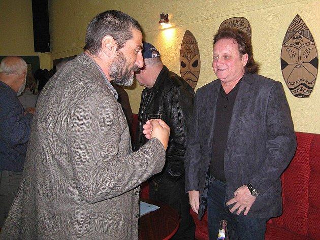 Miroslav Urban (vpravo) a Antonín Forman byli jedni z šestice, která v úterý 20. listopadu 1989 obcházela novojičínské náměstí.
