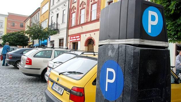 Parkování v centru Kopřivnice? Radnice plánuje změnu. Ilustrační foto.