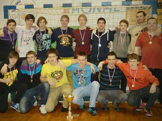 Gymnazisté z Příbora obhájili titul na mistrovství ČR středních škol, když v Jičíně vyhráli všechny čtyři duely.