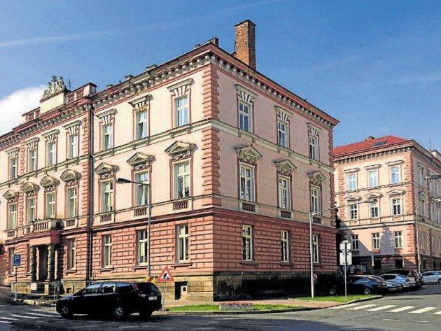 Budova městského úřadu byla postavena podle návrhu architekta Otto Thienemanna.