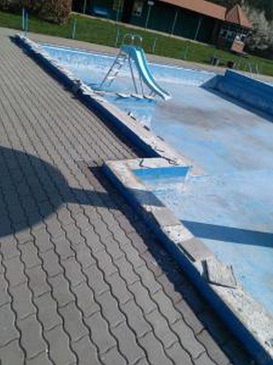 Stav koupaliště v Libotíně ve Štramberku na Novojičínsku je havarijní.