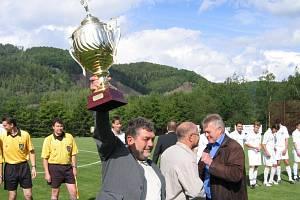 Fotbal v Jakubčovicích si žil svou fotbalovou pohádku. Tým se dostal až do II. ligy, velkou obměnou prošel i sportovní areál. Foto: Archiv Jaroslava Rovňana