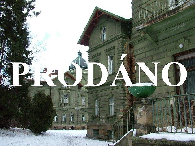 Chátrající Hückelovy vily v Novém Jičíně, patřící kraji, mají nového majitele.