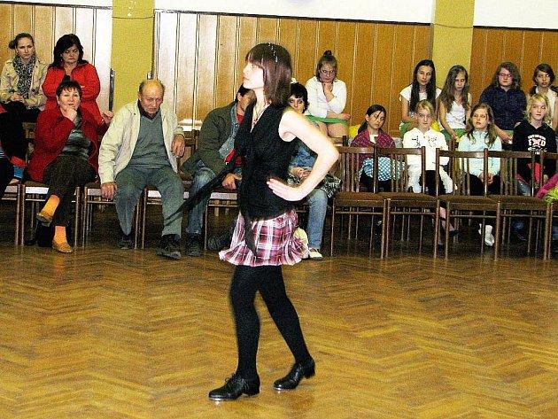 Patnáctiletá Marie Mičulková ze Základní školy v Suchdole nad Odrou se představila s irským stepem a sklidila velký potlesk.