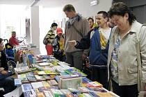 Základní a mateřská škola speciální v Novém Jičíně pořádala v úterý 5. května už jedenáctý ročník dne otevřených dveří spojený s výstavou a prodejem kompenzačních pomůcek a hraček pro zdravotně postižené.