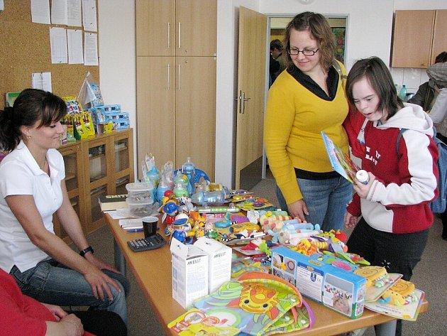 Výstava kompenzačních pomůcek a hraček pro zdravotně postižené. Ilustrační foto.